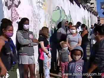 Betim (MG) começa a vacinar adolescentes de 12 a 14 anos - Band Jornalismo