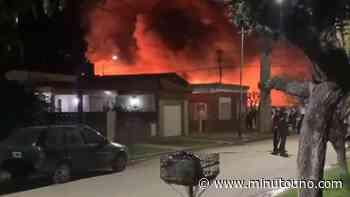 Castelar: se incendió una fábrica textil - Minutouno.com