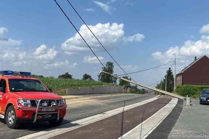 Schapenstraat afgesloten door geknapte elektriciteitspaal