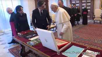 Papst freut sich über Design aus Idar-Oberstein: Arbeit von Designstudentin aus Nordmazedonien im Vatikan übergeben - Rhein-Zeitung