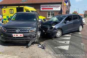 Een gewonde bij botsing in Beverst