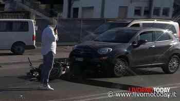 Si scontra con un'auto in via Leonardo da Vinci, motociclista in ospedale e traffico rallentato - LivornoToday