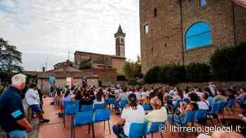 """Si torna in piazza del Castello di Vinci con la poesia e """"Astro"""" - Il Tirreno"""