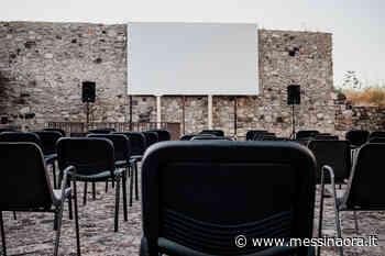 Lipari, cinema in piazza. La prima proiezione è un successo - MessinaOra.it - Messina Ora