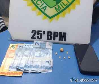 Mulher é presa tentando esconder droga no umbigo em Umuarama, diz PM - G1