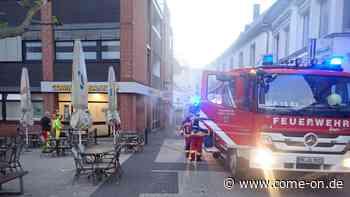 Nebel vom Geldautomaten der Commerzbank ruft Feuerwehr Altena auf den Plan - come-on.de