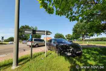 Zware klap op Peerse gewestweg (Peer) - Het Belang van Limburg Mobile - Het Belang van Limburg
