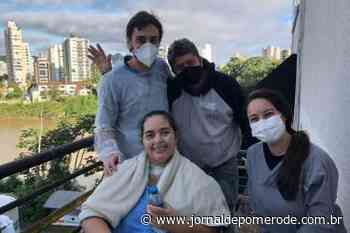 Paciente ganha Banho de sol e café para comemorar a alta da UTI Covid - Jornal de Pomerode