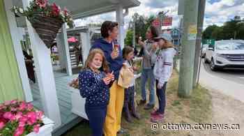 Quebec businesses celebrate the reopening of the Ottawa-Gatineau boundary - CTV Edmonton