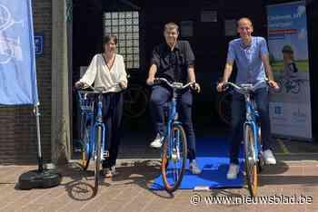 """Acht blue bikes tegen voordeeltarief aan station: """"Ideaal voor pendelaars en toeristen"""" - Het Nieuwsblad"""