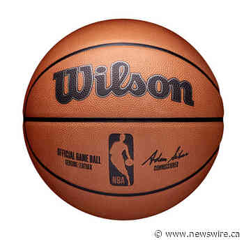 Wilson présente le ballon officiel de la NBA avant le début de la saison 2021-2022 de la ligue