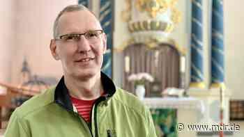 """""""Kaum auszuhalten"""": Wie Pfarrer Ulrich Matthias Spengler seine Kirche in Bad Berka von Nazi-Symbolen befreite - MDR"""