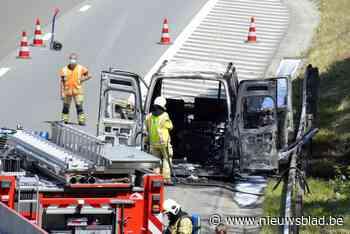 Brand veroorzaakt rookhinder op autosnelweg (Beersel) - Het Nieuwsblad