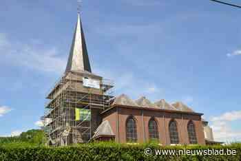 Kerktoren staat eindelijk in de steigers, dankzij serieuze barst