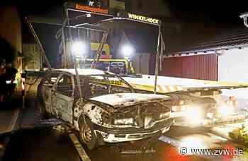 Feuerwehreinsatz in Fellbach: Fahrzeug brennt völlig aus - Fellbach - Zeitungsverlag Waiblingen