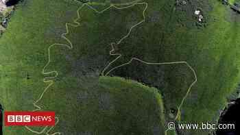 Giant Scotland map mown near Jedburgh ahead of England clash - BBC News