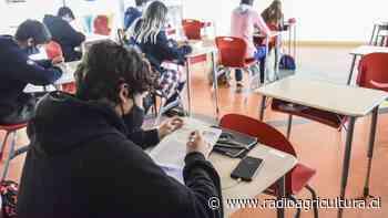 Encuesta municipal revela que el 60% de estudiantes de Santiago quiere volver a clases presenciales - Radio Agricultura