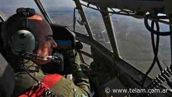 La Fuerza Aérea practicó en Rosario un desfile de aeronaves y brindó un espectáculo - Télam