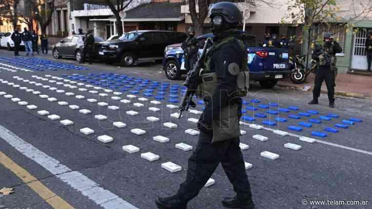 Cayeron 5 miembros de una banda narco de Rosario con 400 kilos de cocaína pura - Télam