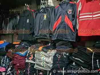 Tiendas de Coatepec tienen uniformes almacenados; esperan retorno a clases - alcalorpolitico