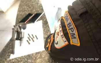Bom Jesus do Itabapoana: Casal é preso com arma de fogo durante abordagem em veículo   Itaperuna   O Dia - O Dia
