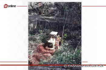 Máquina escavadeira cai de ribanceira em Arapongas - TNOnline - TNOnline