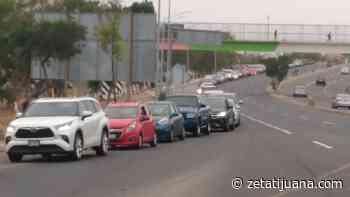 Hasta 8 kilómetros de fila en el Centro de Convenciones de Rosarito; exhortan a utilizar vías alternas - Zeta