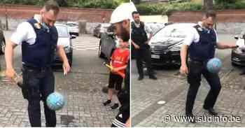 Beau moment après la victoire des Diables à Fontaine-l'Évêque: la police joue au foot avec un jeune! (vidéo) - Sudinfo.be