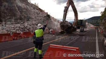 Lluvia ocasiona derrumbe en la vía Tuxtla-San Cristóbal Personal está trabajando en la zona afectada - Diario de Chiapas