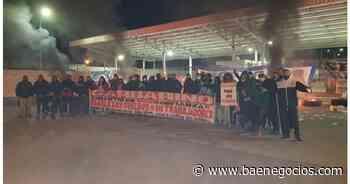 Trabajadores de Garbarino toman el depósito de La Tablada luego de dos meses sin cobrar - Bae Negocios