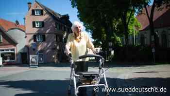 Rollator-Spendenlauf: 97-Jährige übertrifft Erwartungen - Süddeutsche Zeitung