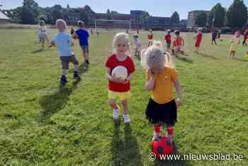 Kleuters komen in voetbaloutfit naar school (Hoogstraten) - Het Nieuwsblad