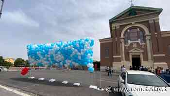Daniel e David Fusinato, l'ultimo saluto: lacrime e palloncini biancoazzurri nel giorno dei funerali dei bambini uccisi ad Ardea