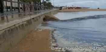 Vertido de aguas fecales en la playa en Sanlucar de Barrameda - Sevilla Actualidad