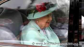 Queen zeigt sich lächelnd beim Pferderennen in Ascot