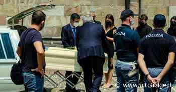 L'addio a Peter e Laura: nel Duomo di Bolzano il dolore e il ricordo - Alto Adige