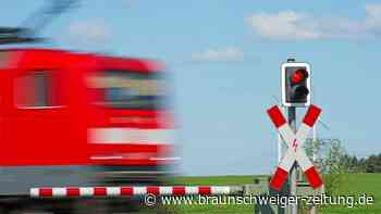 Groß Stöckheim: Beim Überqueren Bahnschranke gerammt