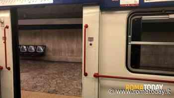 Termini, investito da un treno della Metro B: 29enne in gravi condizioni