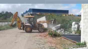Prefeitura de Itaquaquecetuba derruba casas e famílias bolivianas ficam desabrigadas - G1