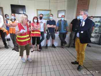 Yvelines. Limay : les agents municipaux en grève investissent la mairie - actu.fr