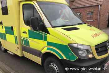 Fietser gewond na aanrijding met bestelwagen - Het Nieuwsblad