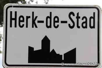 Opbouw kermis Herk-centrum na afsluiting woensdagmarkt - Het Nieuwsblad