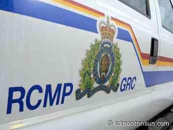 RCMP on the scene of a serious two vehicle collision near Leduc - Edmonton Sun