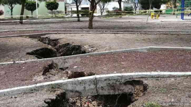 ¡Ahora en Guanajuato! Aparece esta enorme grieta en parque de Celaya - Uno TV Noticias