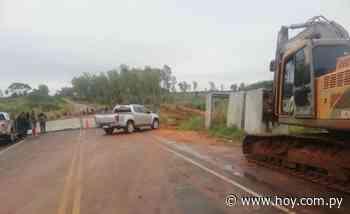 Tacuatí: MOPC inició trabajos en la zona tras derrumbe del puente - Hoy
