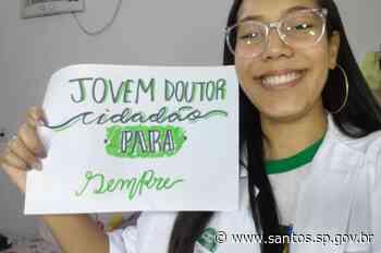 Alunos veteranos do programa Santos Jovem Doutor são homenageados - Prefeitura de Santos