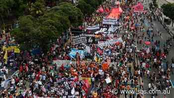 Brazil surpasses 500,000 coronavirus deaths as thousands protest President Jair Bolsonaro's pandemic response - SBS News
