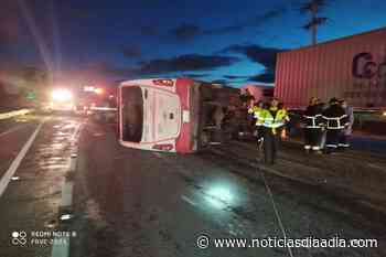 Bus intermunicipal se volcó en la vía Briceño – Bogotá - Noticias Día a Día