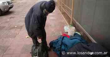 Unas 300 personas sin techo sobrellevan el crudo invierno en Mendoza - Los Andes (Mendoza)