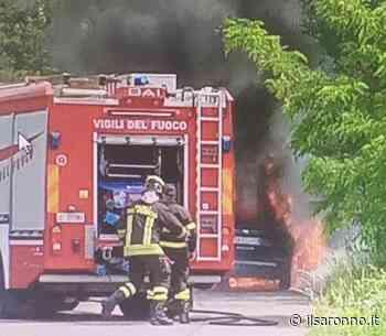 Incendio auto, nessun ferito ma mezzo distrutto per strada a Cogliate - ilSaronno